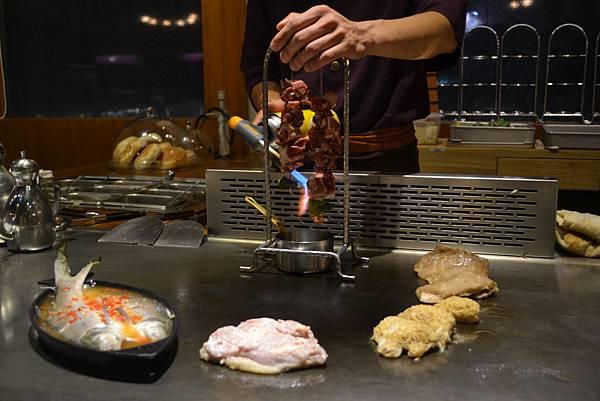 各種肉類...火烤牛肉串、豬里肌、檸檬魚、雞肉