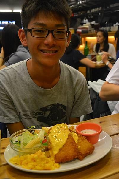 學弟與金黃鱈魚早午餐