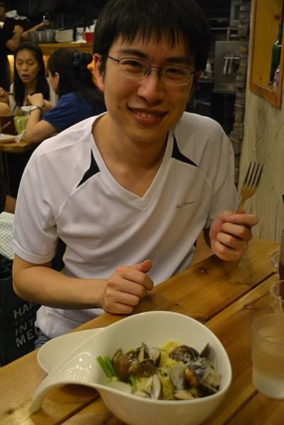 學長與蒜香蛤蠣義大利麵