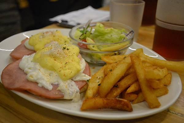 起司火腿班尼迪克蛋早午餐