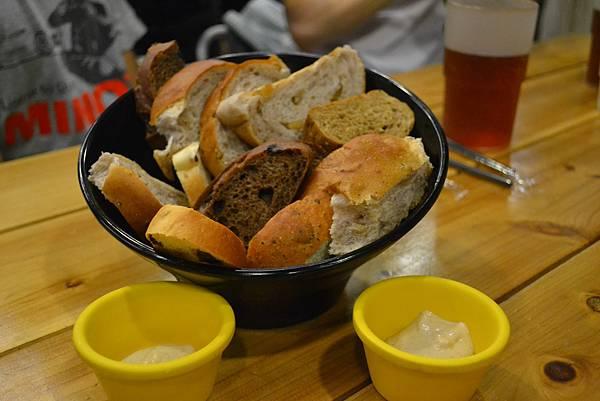 無限供應的麵包與香蕉醬