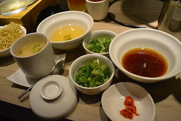 蟹肉茶碗蒸與柚子胡椒醬!