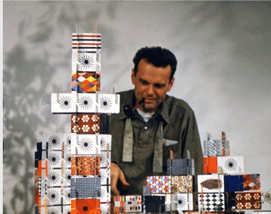 Charles_Eames_with_House_of_Cards2