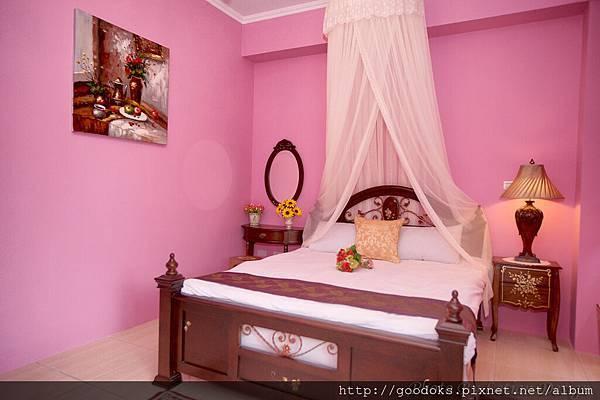 3-桃紅典雅雙人房-5