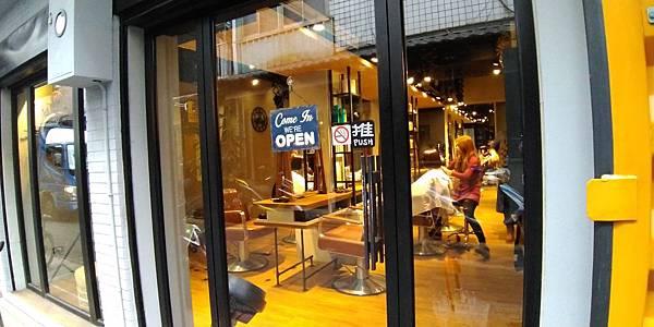 CINCO美髮2店門口.jpg