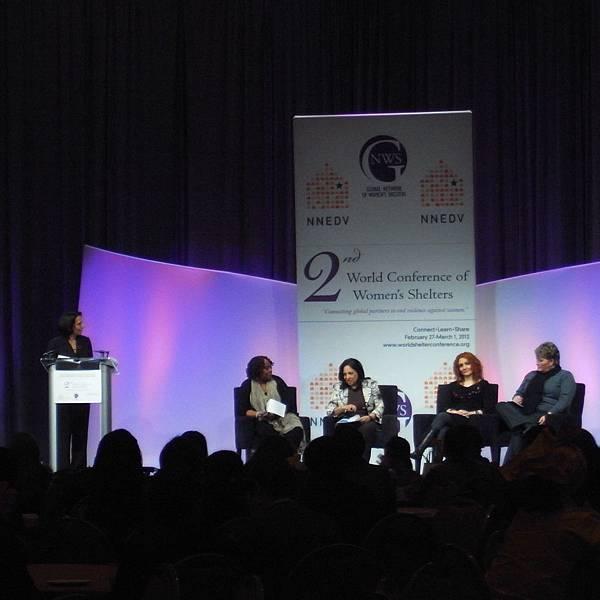 女性圓桌–來自不同國際、種族的資深婦女庇護工作者齊聲呼籲終止對婦女暴力行動不分男女