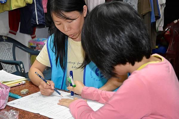 善牧透過到宅服務來協助弱勢家庭兒童