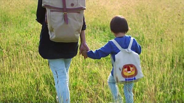 《生命的圓圈》是台灣首部同時敘述未婚小媽媽、收養家庭及尋親者真實故事的紀錄片。.jpg