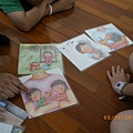 990520神奇快樂校園兒童團體_團體中利用家庭情境圖卡讓成員們投射自己的家庭故事.JPG