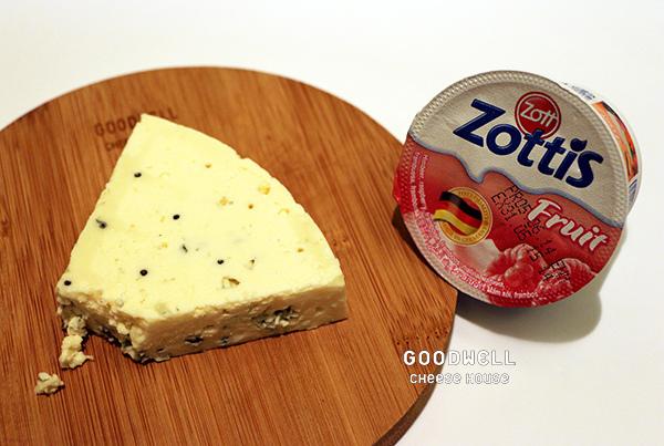 藍紋乳酪與德國覆盆子優格.jpg