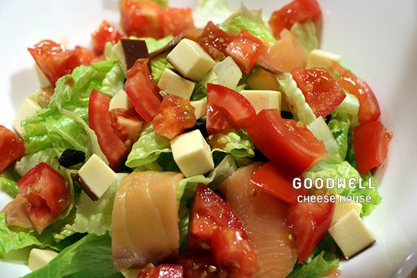 煙燻乳酪鮭魚沙拉食材.jpg