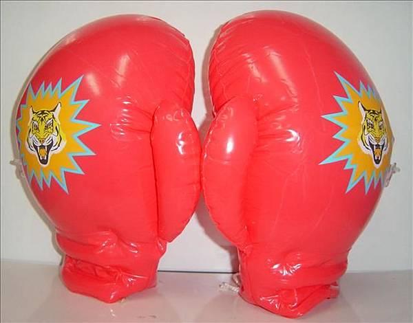 拳擊手套~長35cm,寬20cm