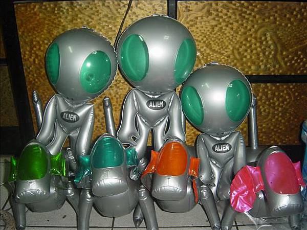 外星人與機器狗