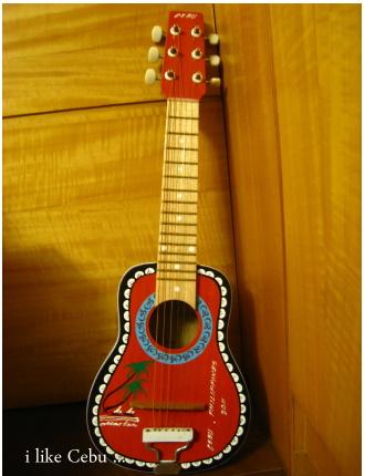 小吉他.jpg