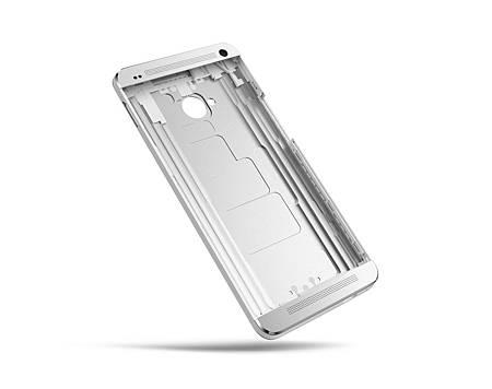 圖四:新HTC One擁有一體成型、無縫隙全金屬機身,擁有突破性並兼具質感的經典產品設計
