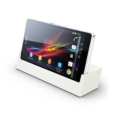 圖6_消費者還可選購DK26專屬充電座,不僅充電不用掀蓋,更可同時直立享受Xperia Z繽紛多媒體影音!