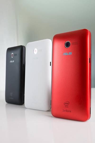 ZenFone 4具備傲世黑、冷冽白、嗆辣紅等Zen多彩可拆式背蓋設計,使用者可根據喜好自由選擇及更換背蓋,最具個人風格的數位行動生活由自己創造。