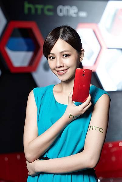 照片圖說:HTC One (E8)擁有流線外型及繽紛色彩,讓消費者輕鬆掌握潮流趨勢,展現年輕族群獨樹一格的『個性美』。