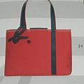 09新草寫b logo雙色購物托特包(灰、黑、紅/大)