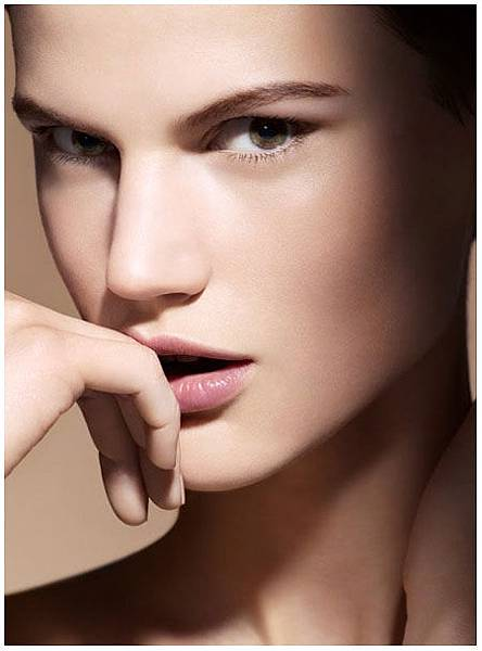 Armani-Fall-2013-Maestro-Compact-Foundation-Fusion-Makeup.jpg