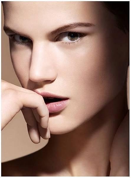Armani-Fall-2013-Maestro-Compact-Foundation-Fusion-Makeup.jpg