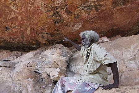 和原住民一探Kakatu神秘岩畫