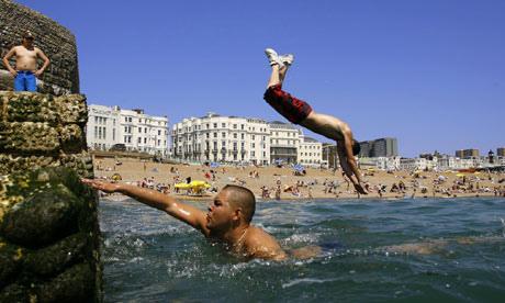 Brighton 石礫灘戲水