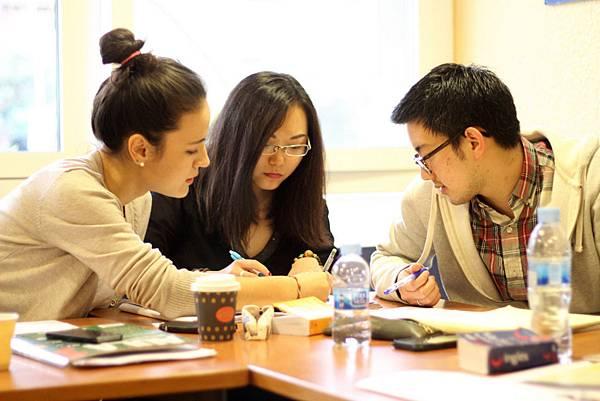 Barcelona_School_Classroom_Students_03.JPG
