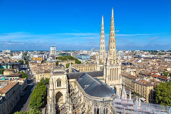 Panoramic-aerial-view-of-St-Andrew-s-Cathedral-in-Bordeaux-France.jpg