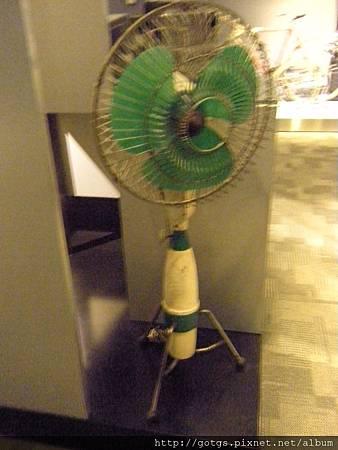 這可是特殊造型的電風扇呢~看出來是什麼了嗎?
