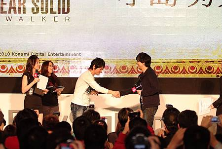 《魔物獵人 攜帶版 3rd》製作總監辻本良三與《潛龍諜影:和平先驅》總監小島秀夫2DSCF1650.JPG