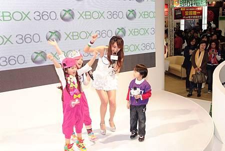 大小姐與迷你彬_微軟電玩展DSCF2008.JPG
