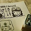 「小迷路-I Got Lost」名片章(上圖,大小:5 cm*9 cm)