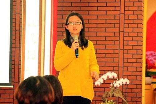 敏嘉於103年大學學測表現優異,榮獲75級分滿級分,為全國最高分並順利錄取臺灣大學法律學系法學組