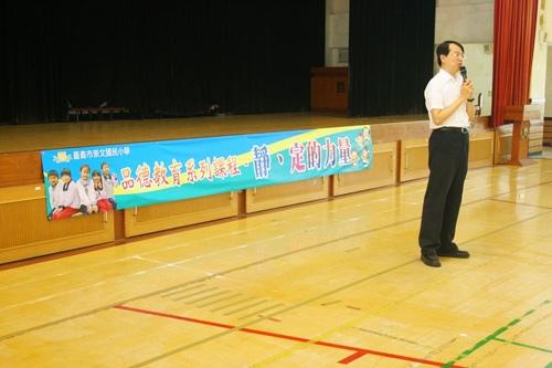 中州科技大學的黃俊龍教授,帶領四年級共七個班約 210 位學生透過禪坐練習來體驗『靜、定的力量』
