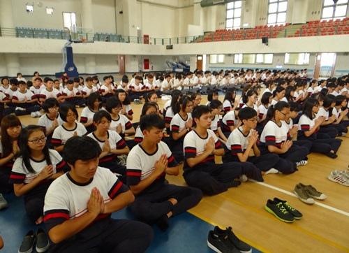 結合一年一度的優質化閱讀活動,總共600位同學舉辦兩場的禪坐體驗2
