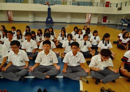 結合一年一度的優質化閱讀活動,總共600位同學舉辦兩場的禪坐體驗3