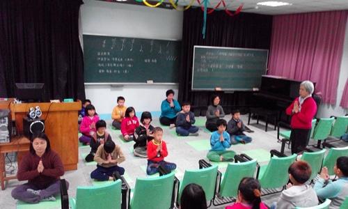 新竹縣新埔鎮枋寮國小四年級同學的聯課活動:禪定