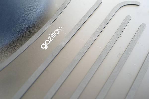 gogoro2_gogoro_2_cafe_racer-gozilla_狗吉拉_改裝精品配件_手機架_加長前土除_平面腳踏板_車牌保護框_置物Y架-030.jpg