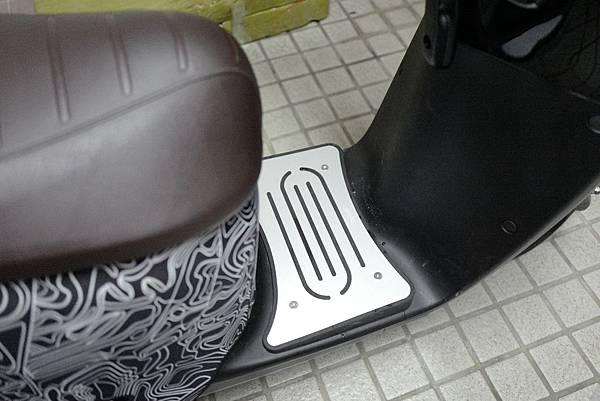 gozilla-狗吉拉-gogoro-s2-cafe-racer-delight-平面鋁合金踏板-車牌框-手機架-補助-價格-28.jpg