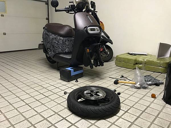 gozilla-狗吉拉-gogoro-s2-cafe-racer-delight-平面鋁合金踏板-車牌框-手機架-補助-價格-02.jpg