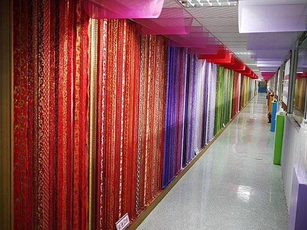 百米繽紛織帶隧道