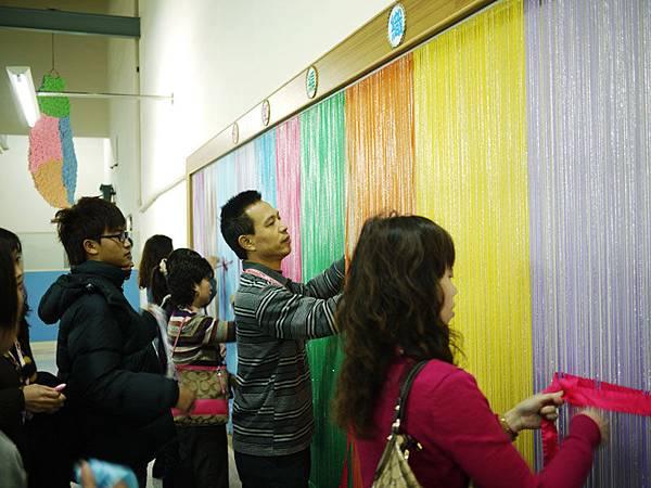 彩虹編織牆體驗