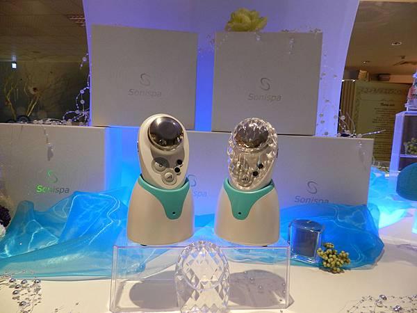 負離子活肌美顏蛋殼機---每秒300萬次縱波震動,輕鬆幫助臉部拉提、活氧與吸收保養品