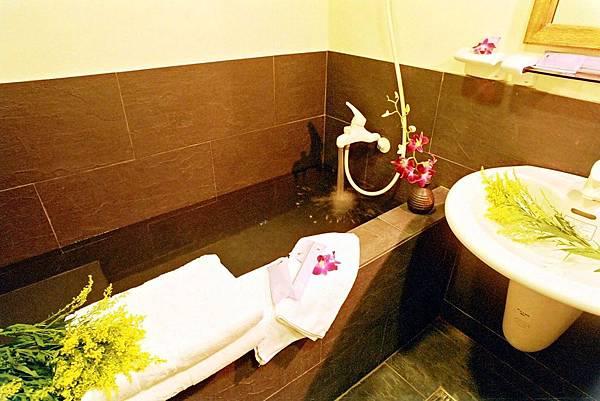 黑板石材質浴缸3