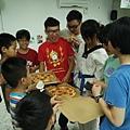 6/13 GRAY HOUSE捐贈披薩5盒
