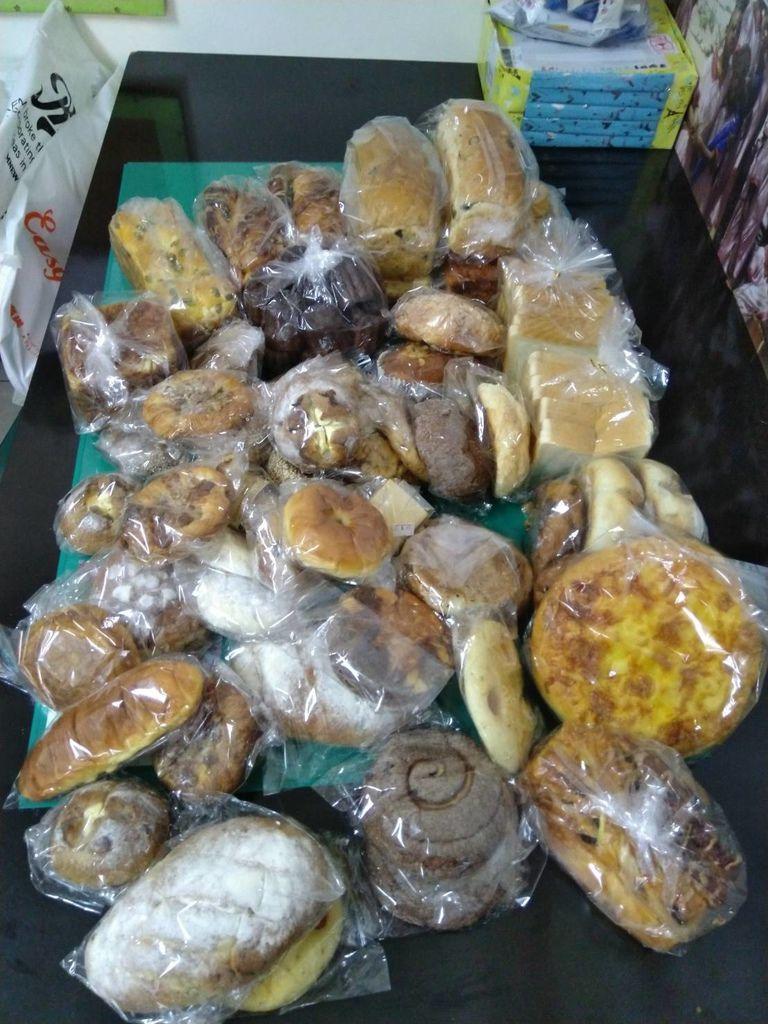 5.1羅娃捐贈麵包一批.jpg
