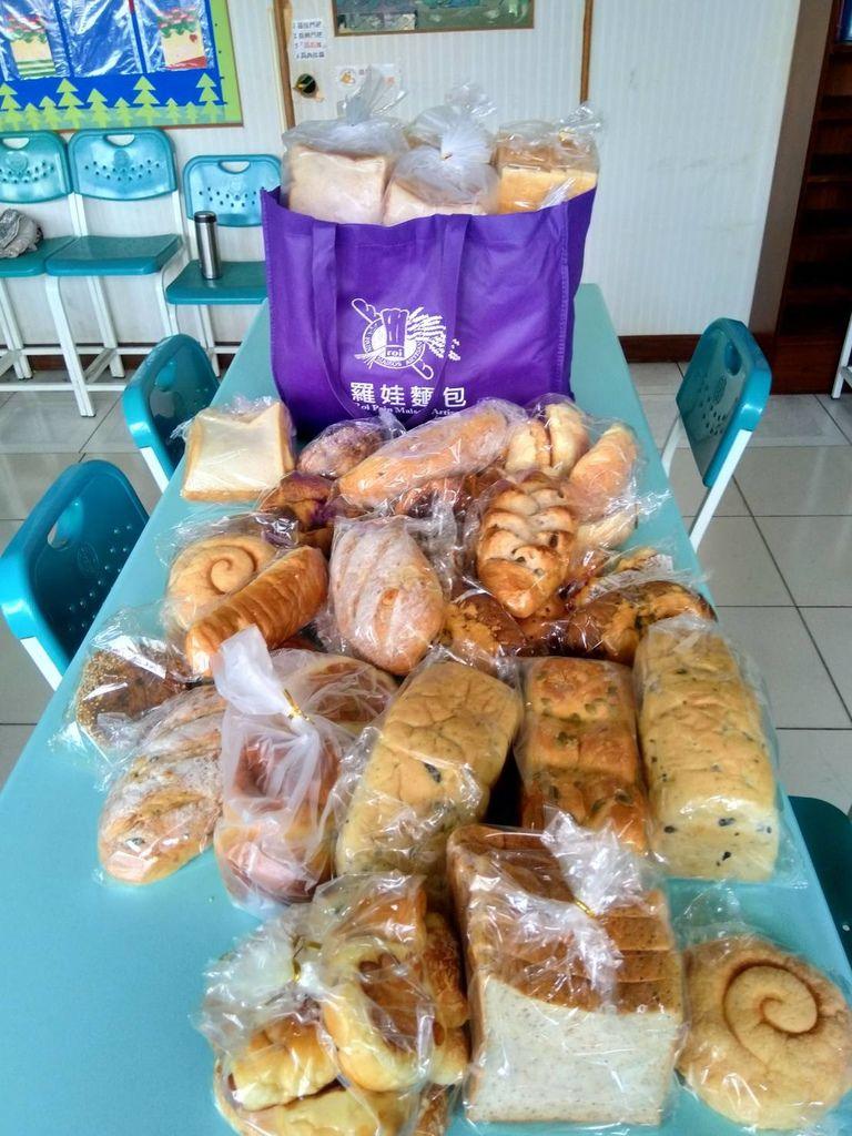 5.19羅娃麵包.jpg