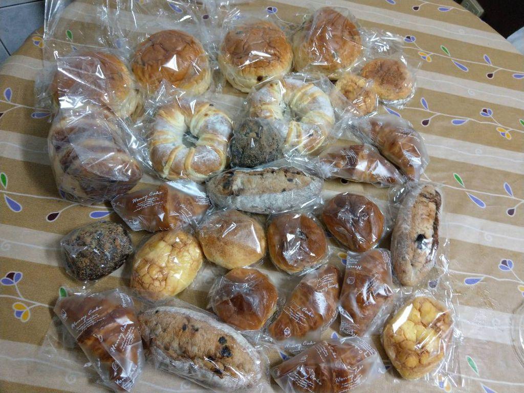 11.15柯小姐捐贈麵包一批.jpg