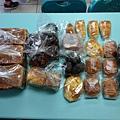 11.15柯小姐捐贈麵包一批2.jpg